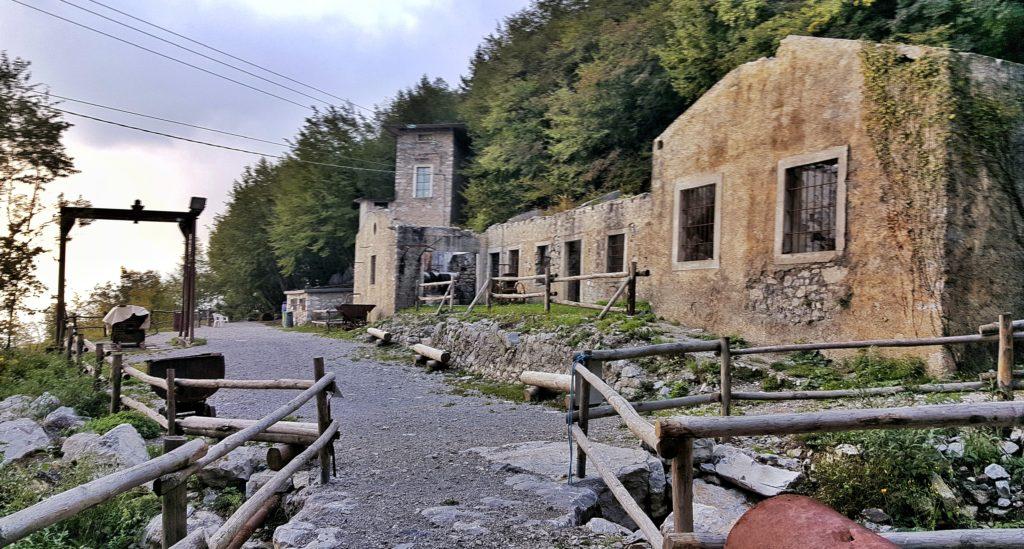 antiche miniere di dossena in provincia di bergamo