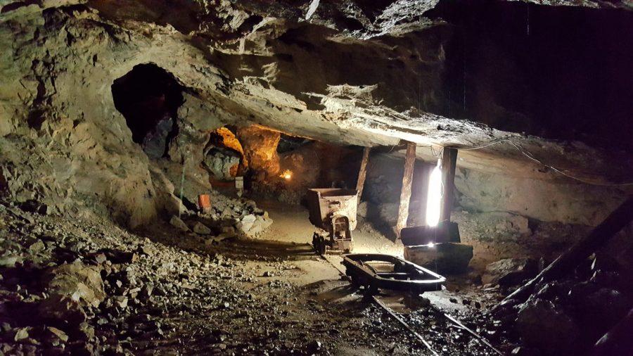 interno delle miniere di dossena in val brembana