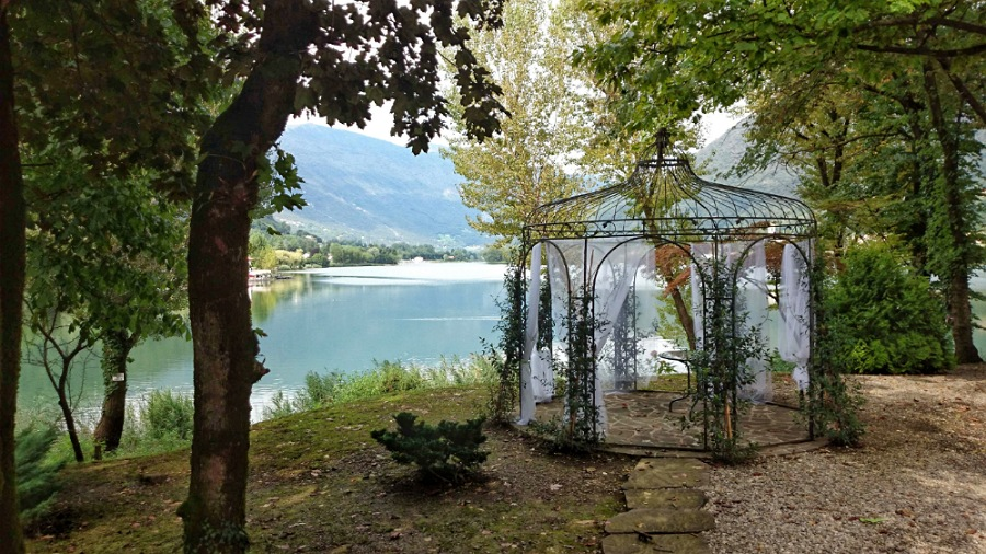 I giardini del Castello di Monasterolo da visitare sul lago di endine