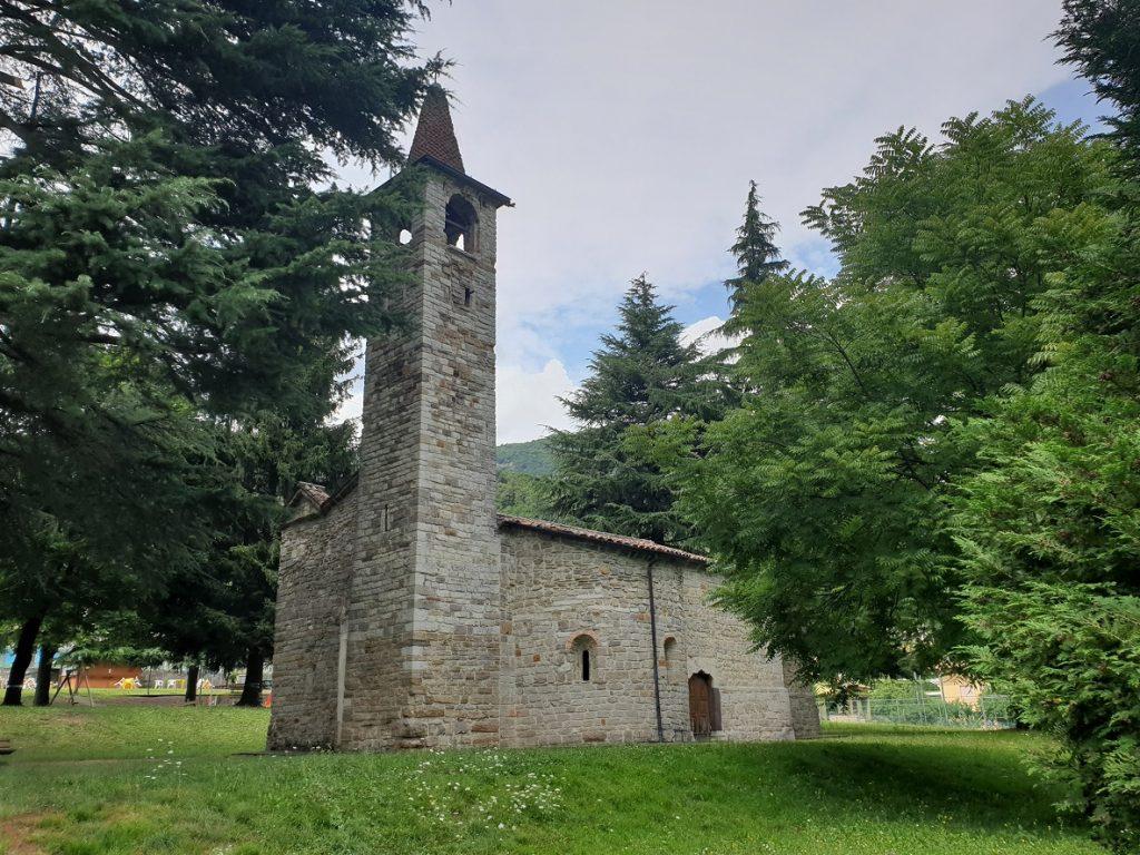 Chiesa di San Pietro in Vincoli sul Lago di Endine