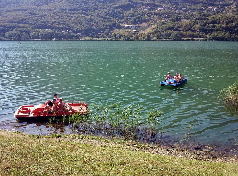 In pedalò sul lago di endine