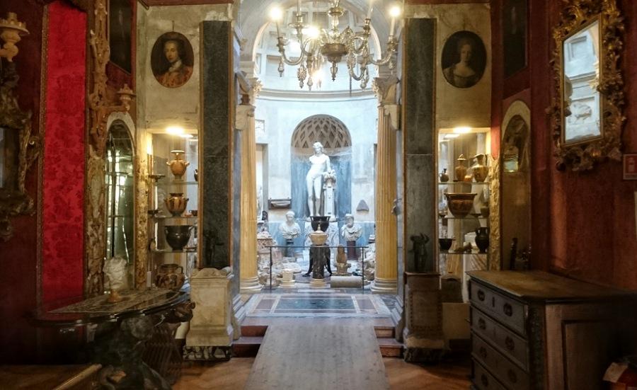sale interne della casa museo pogliaghi al sacro monte di varese