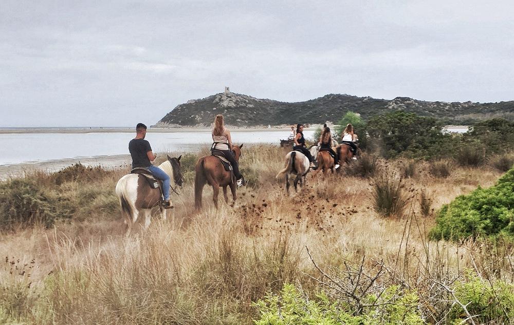 cosa fare a villasimius se piove o cielo nuvoloso_escursione a cavallo