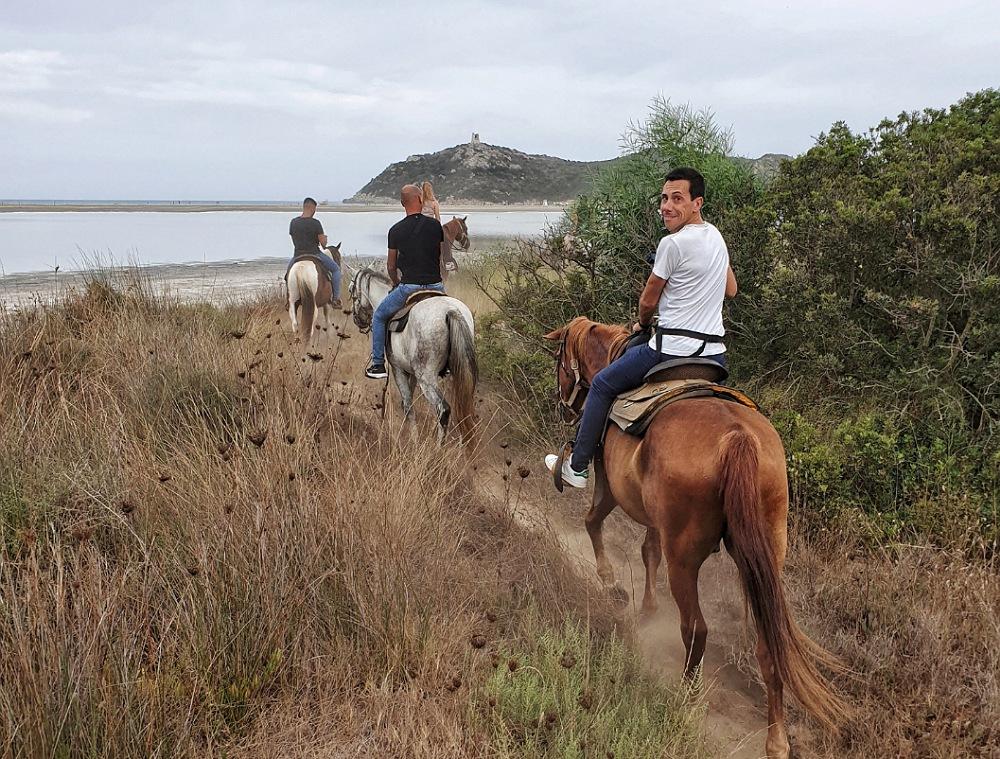 escursione a cavallo_villasimius cosa fare nuvole pioggia