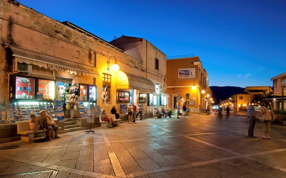 shopping a villasimius nel centro storico