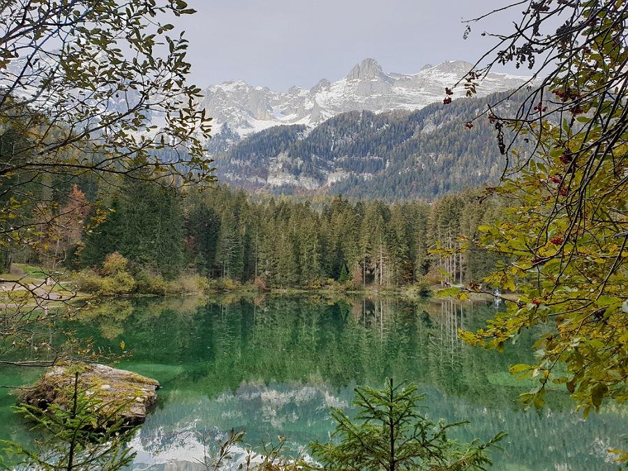lago di thovel_passeggiata in autunno con foliage