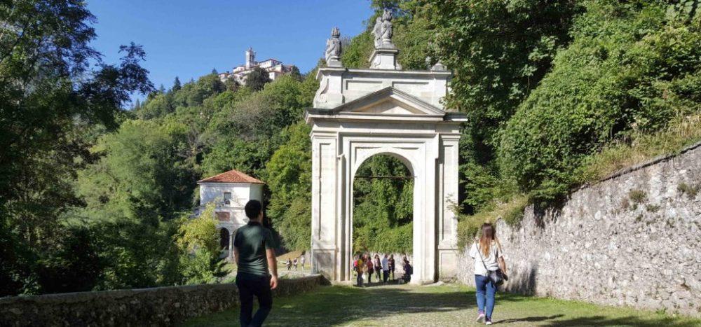 camminata al sacro monte di varese lungo la via sacra