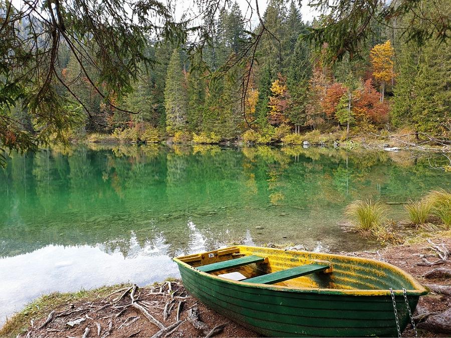 sentiero attorno al lago di tovel in val di non