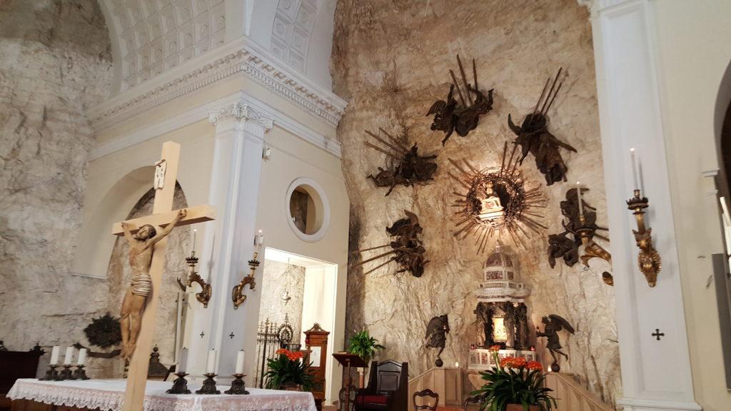 interno santuario madonna della corona_camminate a verona e dintorni