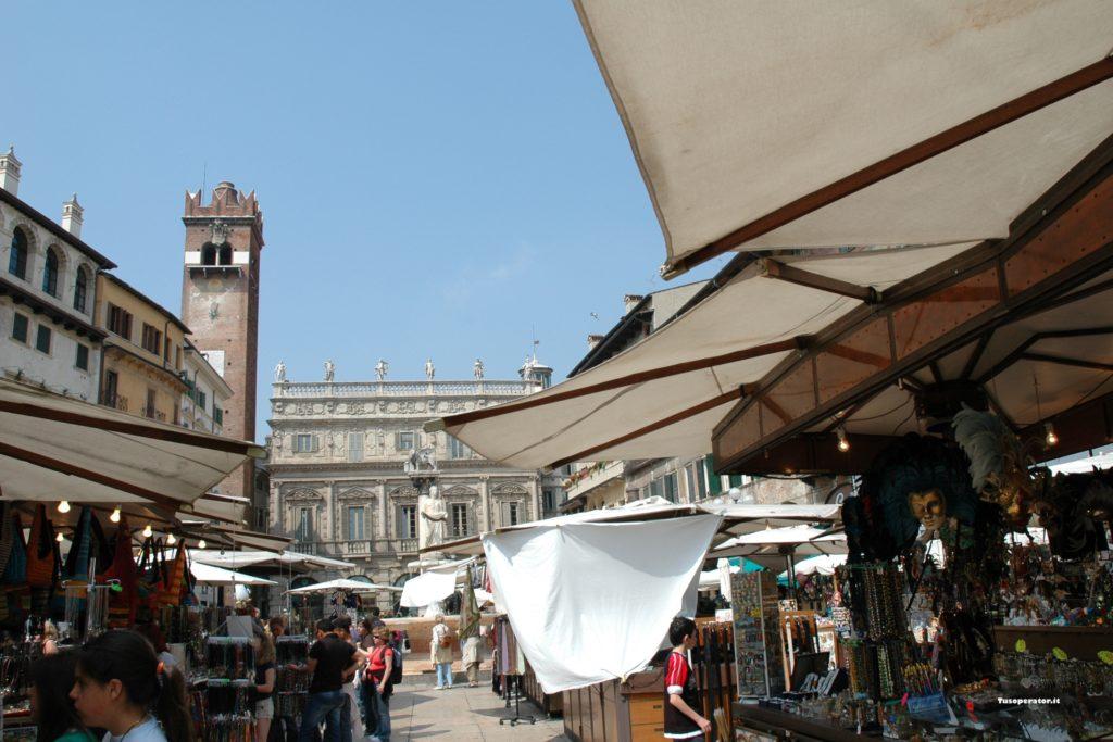 piazza delle erbe_passeggiata a verona
