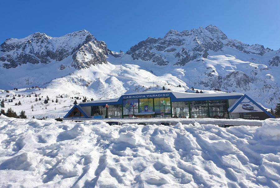 stazione di partenza della cabinovia paradiso_ghiacciaio presena