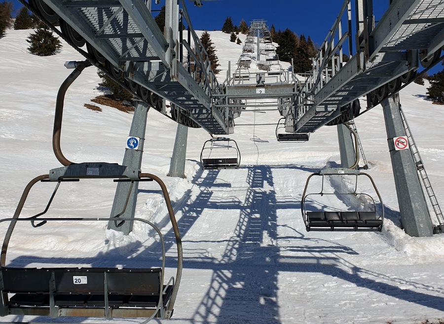 impianti di risalita per sciatori al passo del tonale_adamello ski
