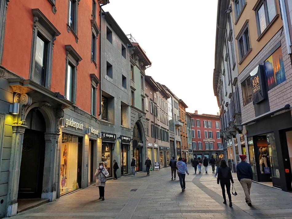 via xx settembre_negozi e shopping in centro a bergamo