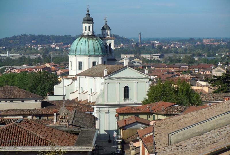 Castiglione_delle_Stiviere-Basilica_dal_castello_mantova e dintorni