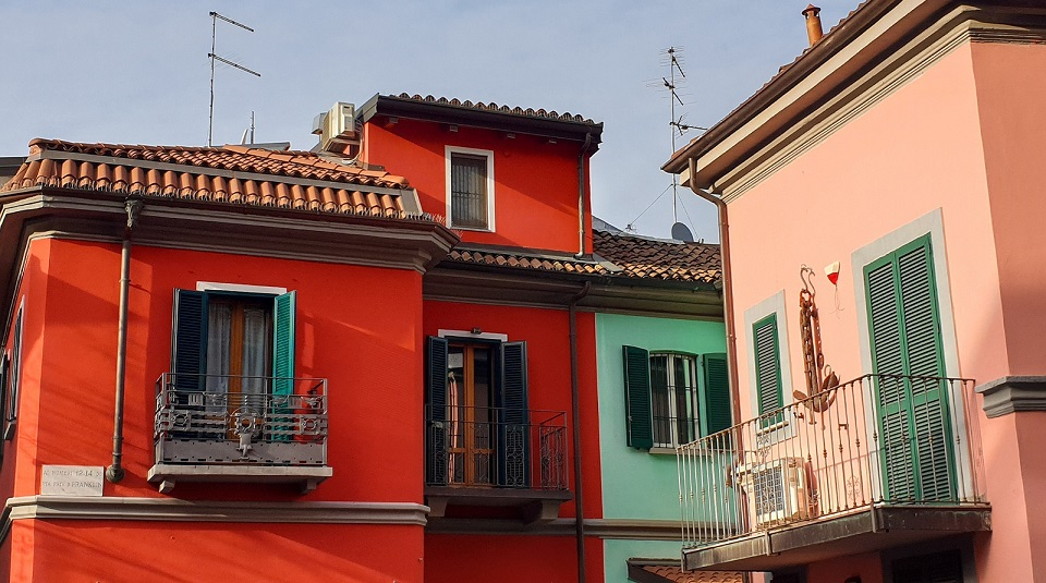 abramo lincoln street in Milan_colorful houses