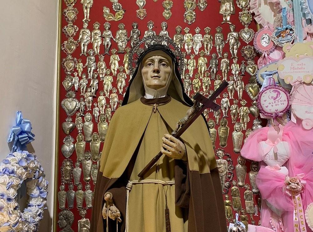 Statua di Santa Maria Francesca delle Cinque Piaghe_Quartieri Spagnoli