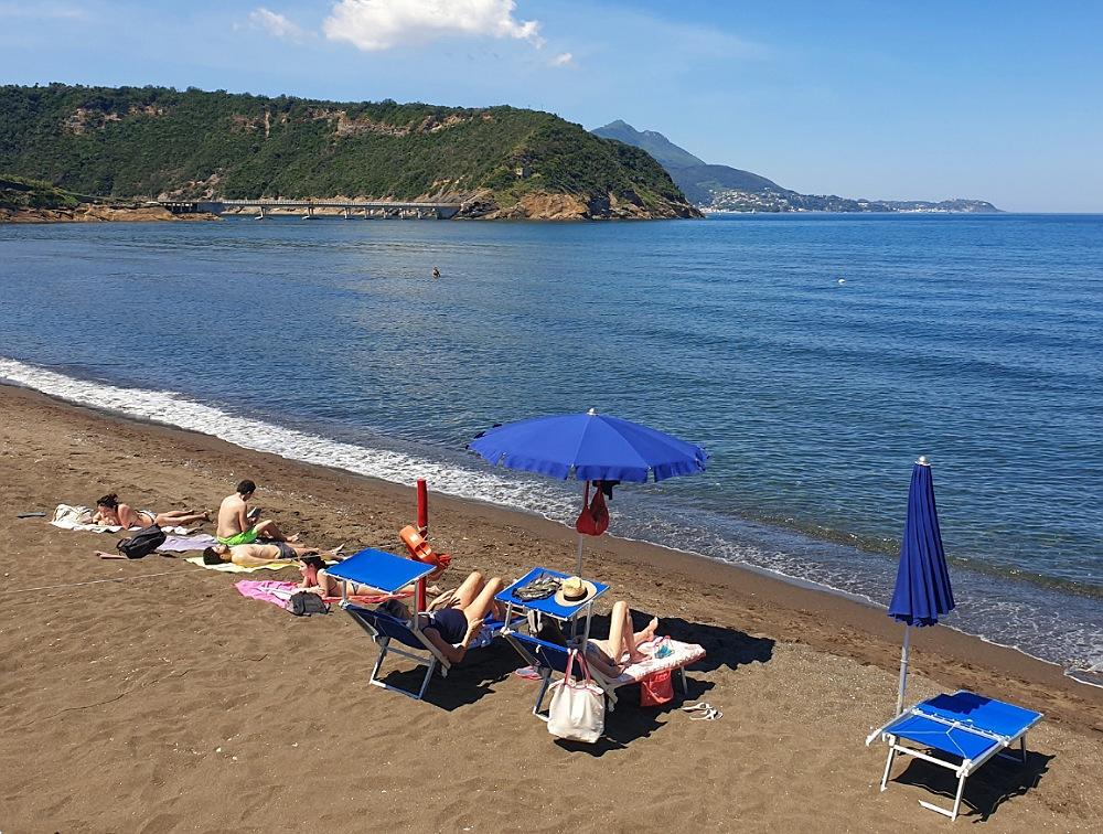 Spiaggia della Chiaiolella_cosa vedere a Procida in un giorno