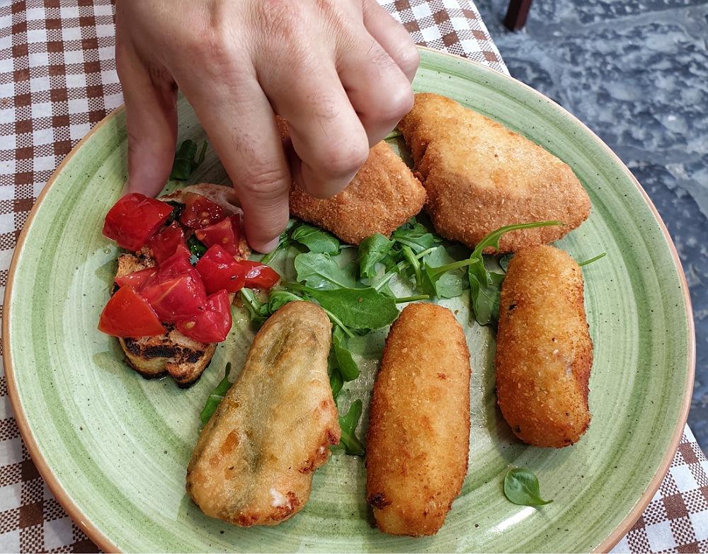 fritti napoletani nei ristoranti dei quartieri spagnoli