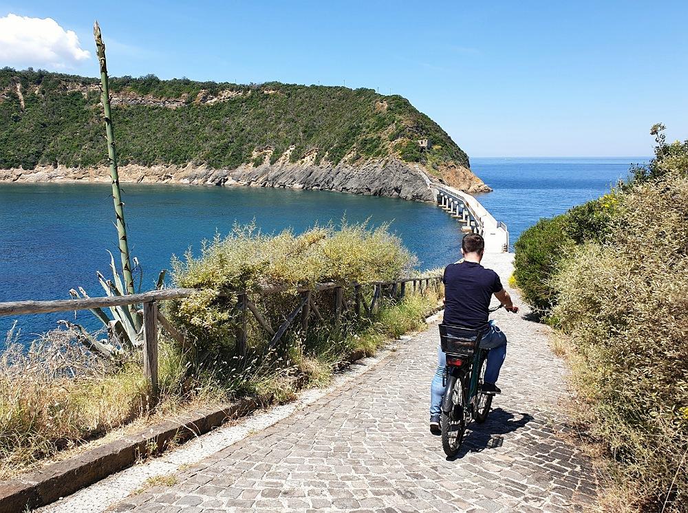 Procida_cosa vedere in un giorno_procida in bicicletta