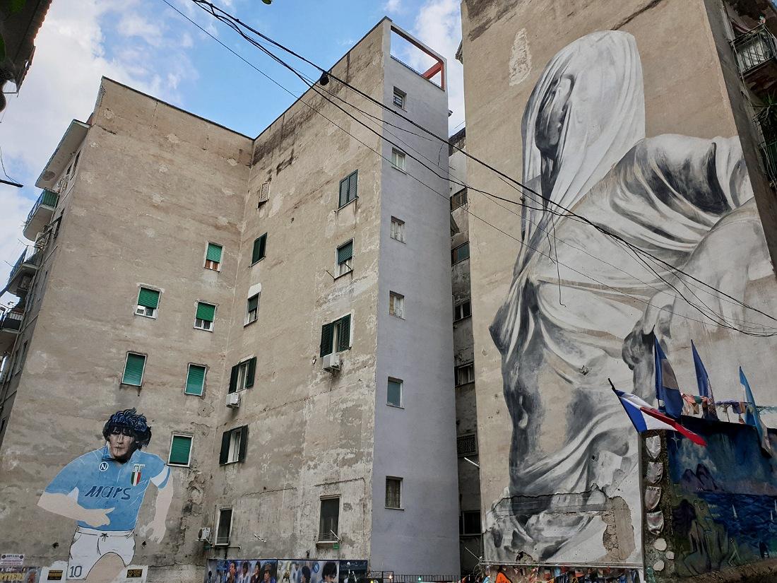 Murales di Maradona e della Pudicizia nei Quartieri Spagnoli
