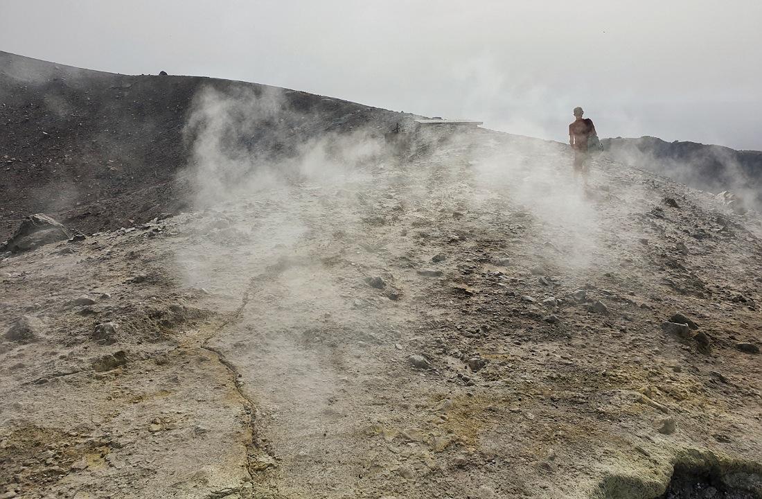 Le fumarole sulfuree in prossimità del cratere di Vulcano_cosa vedere