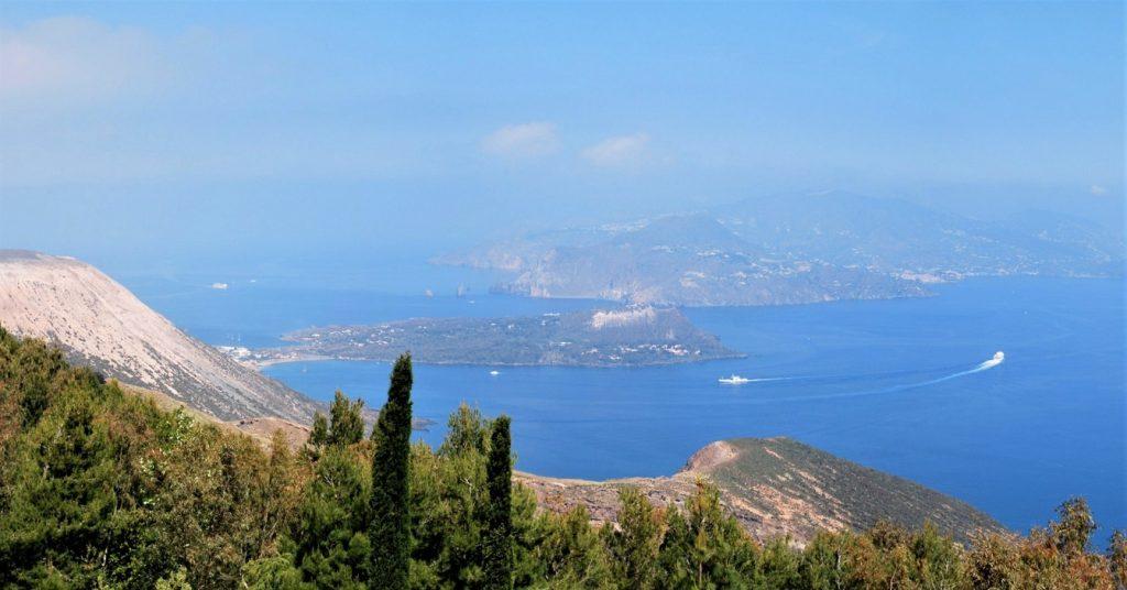 Panorama da Capo Grillo sull'Isola di Vulcano