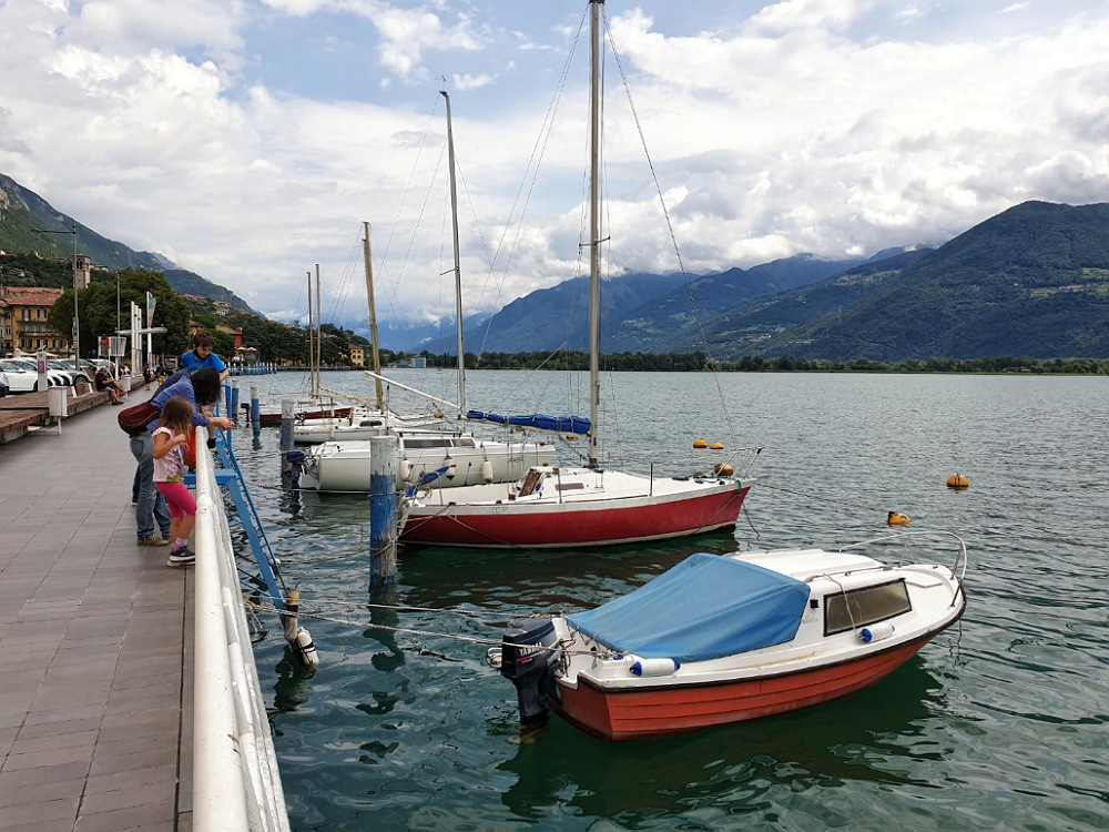 Barche sul Lungolago di Lovere (Bergamo)