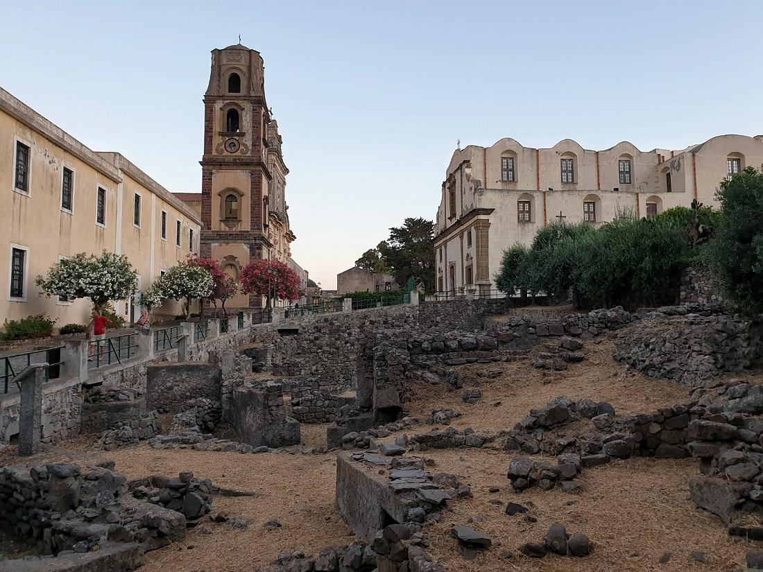 Basilica e scavi archeologici al Castello di Lipari