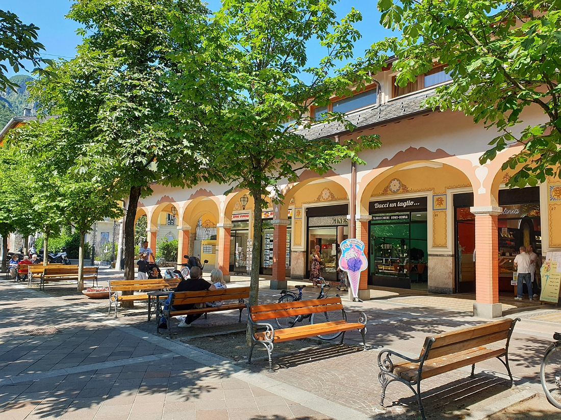Portici di San Pellegrino Terme_bar e pasticcerie_negozi