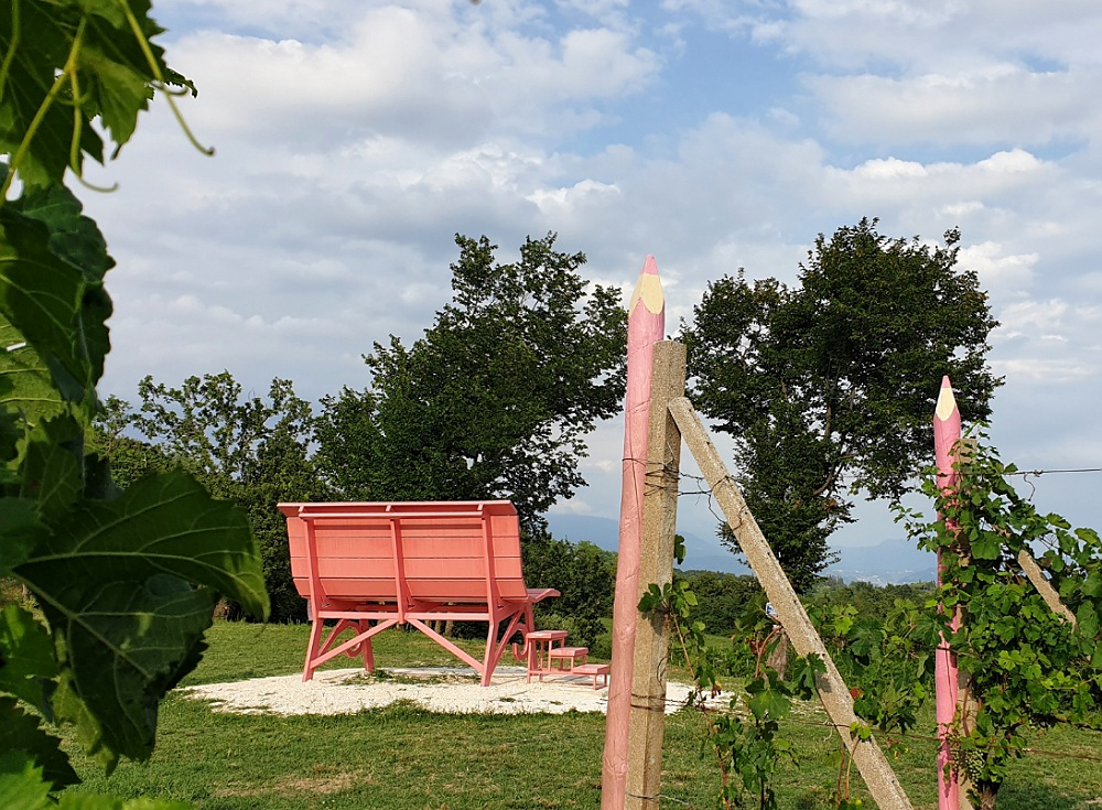 Panchina Gigante rosa del Chiaretto in Valtenesi