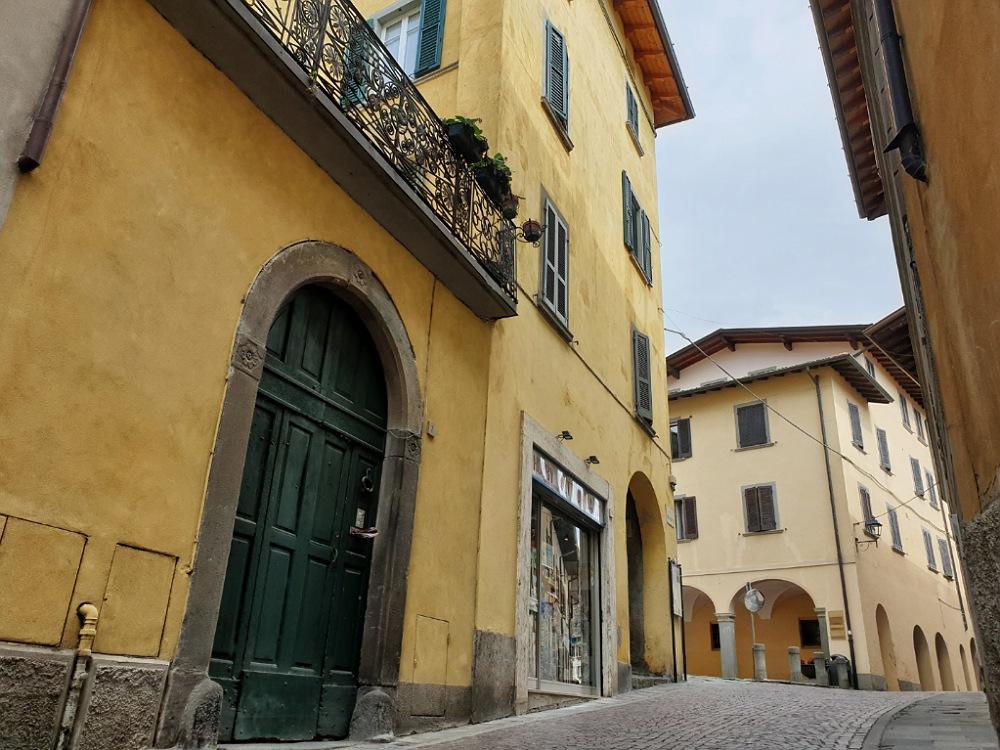 Via Santa Maria nel borgo di Lovere (Bergamo)