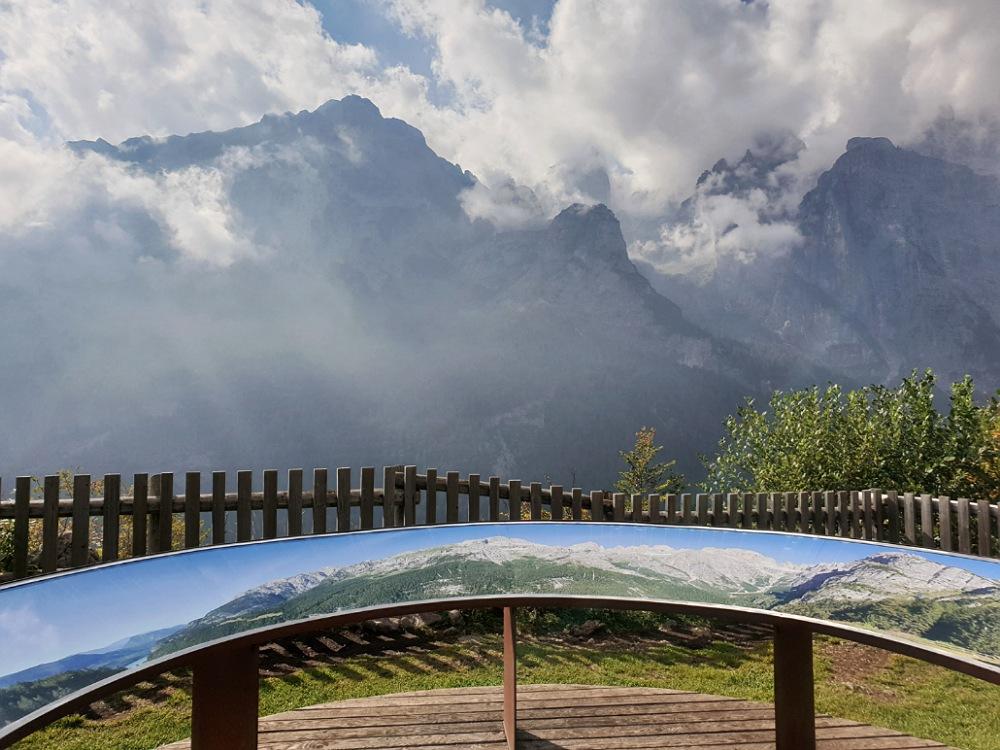 Il Balcone delle Dolomiti di fronte al Rifugio La Montanara