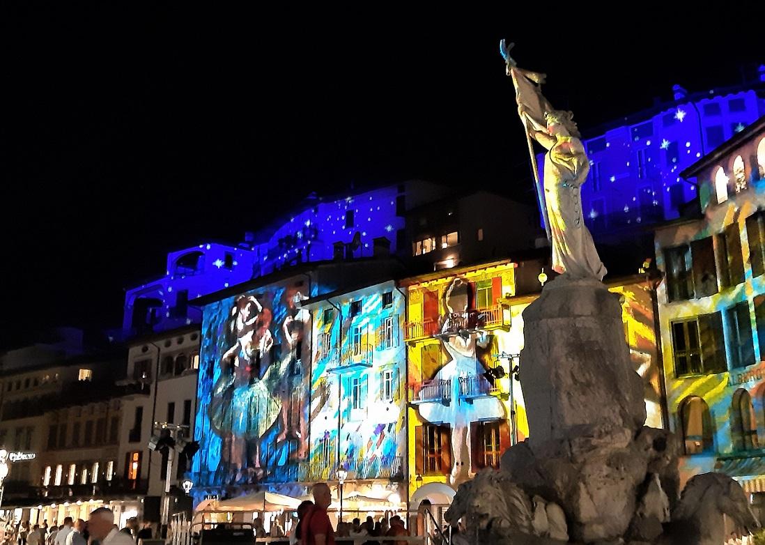 Piazza XIII Martiri durante l'evento Borgo di Luce